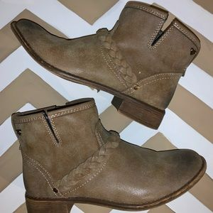 Roxy ankle booties